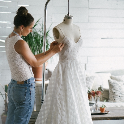 Dress expert, Lisa Veitch, reveals the latest fashion trends