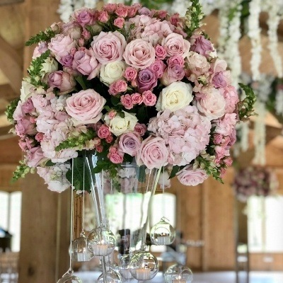 How to choose the perfect florist for your big day