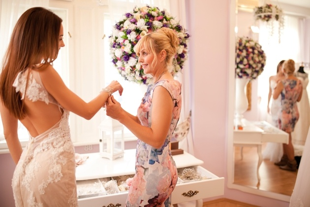 How to choose something seasonal for the mother-of-the-bride or groom